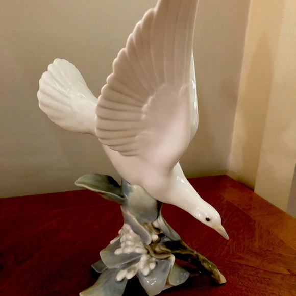 Lladro bird figurine